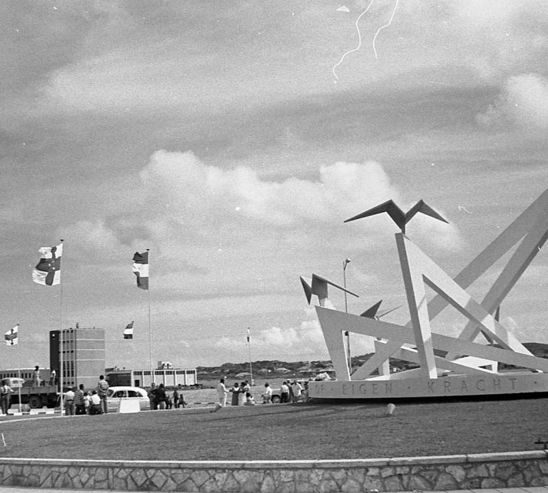 Onthulling Autonomie Monument