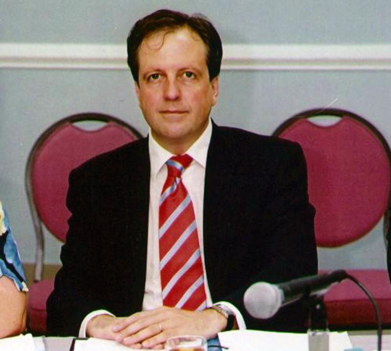 Nederlandse politici belast met Antillen